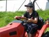 047_ben-faehrt-traktor-1